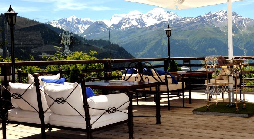 le chalet d 39 adrien la plus belle terrasse d 39 europe. Black Bedroom Furniture Sets. Home Design Ideas